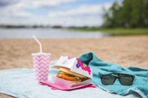 hampurilaiskotelo fast food takeaway pikaruokapakkaus digipainatus kartonkirasia kartonkikotelo